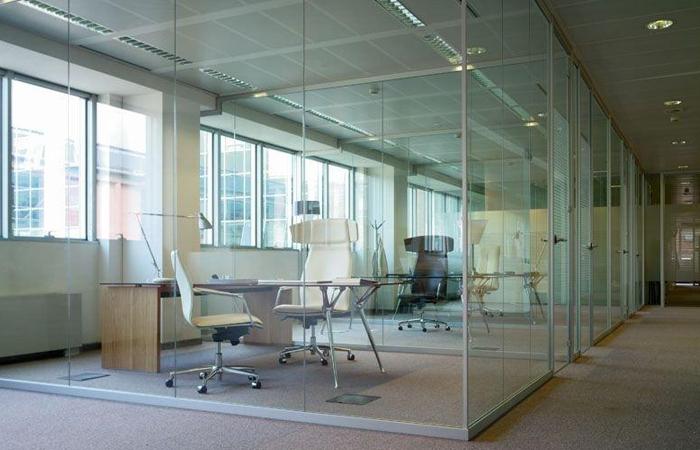 Simple pareti in vetro ufficio arredo ufficio pareti - Colori per pareti ufficio ...