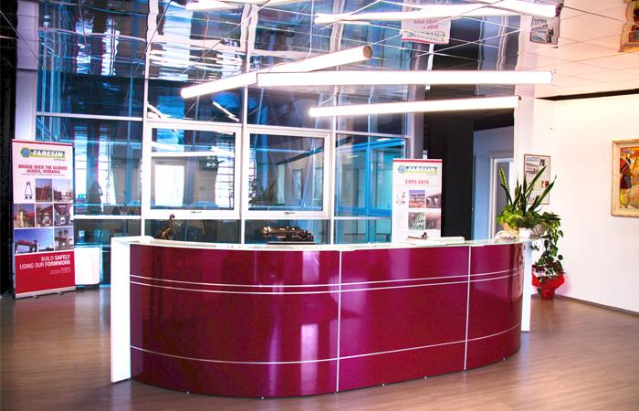 bancone reception - profili alluminio - con neon - piano in vetro
