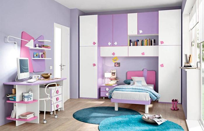 Cameretta per bambina in lilla bianco e rosa con scrivania for Decorazioni cameretta bambina